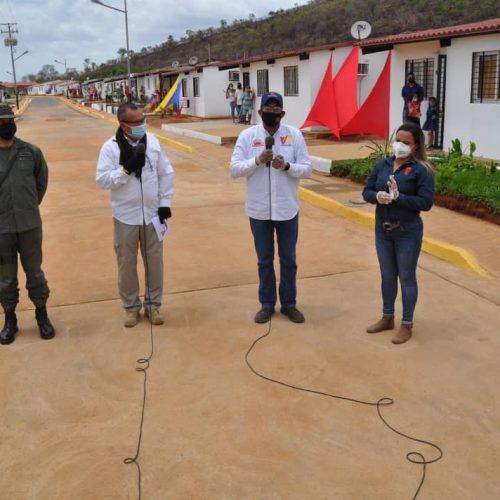 54 familias del estado Bolívar recibieron las llaves de sus viviendas gracias a la GMVV
